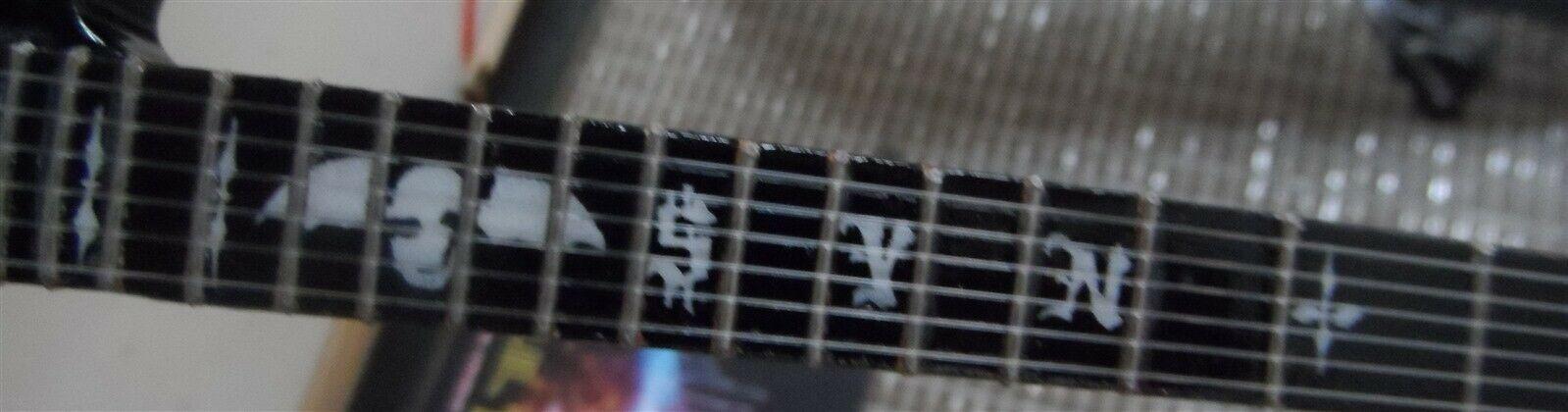 Synyster Tore - Schecter Syn Schwarz Signature 1:4 Nachbildung Gitarre ~ Neu