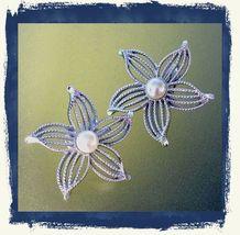 VTG 70s SARAH COVENTRY Filigree Openwork Silvertone Flower/Pearl Clip Ea... - $10.08