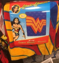 "DC Comics Classic Wonder Woman Logo 46"" X 60"" Throw Blanket - $760,82 MXN"