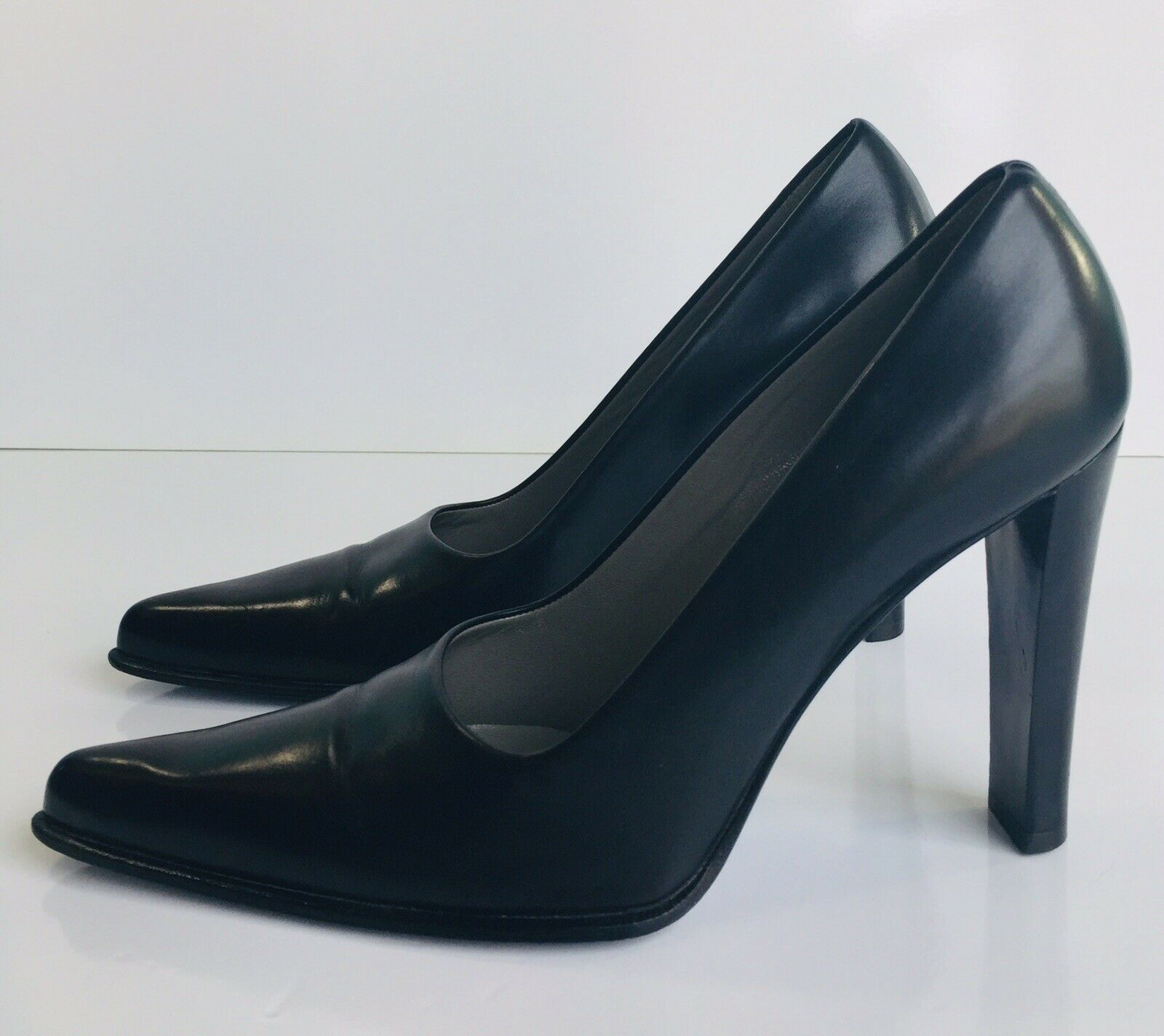 Vintage Prada Gorgeous Classic Black Leather Block Heel Pumps Heels Size 36