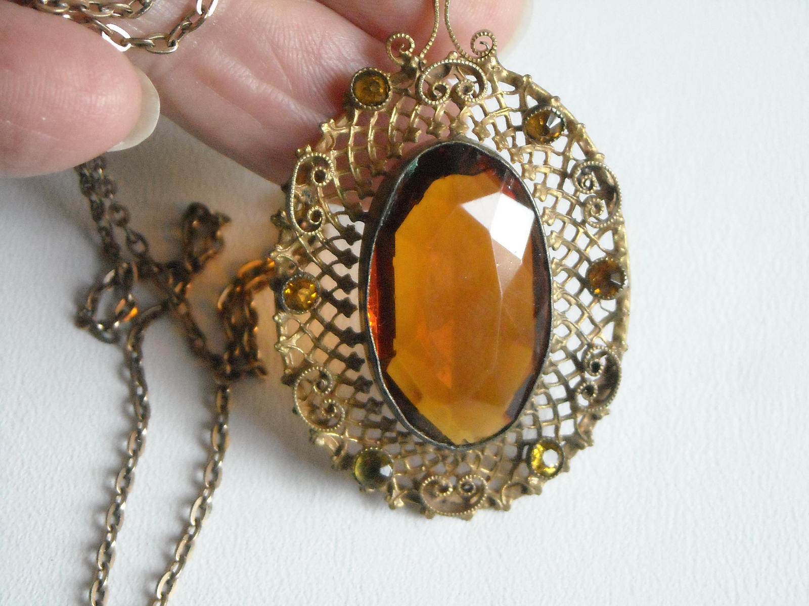 Vintage Gold Tone Filigree Necklace With A Golden Amber Glass Center & Side Sets