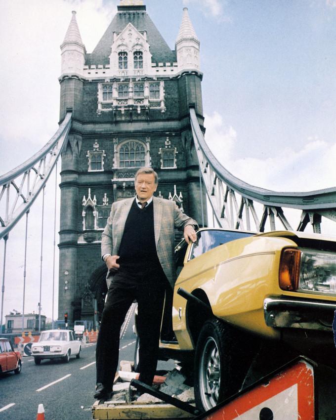 John Wayne In Brannigan 16X20 Canvas With Ford Capri On Tower Bridge London - $69.99