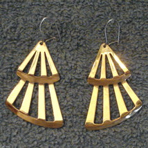 Avon Fashion Fan Dangle Earrings Pierced Kidney Wires Gold Plated VTG 19... - $19.76