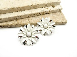 Vintage Sarah Coventry White Enamel Silver Tone Flower Clip On Earrings T61 - $16.99