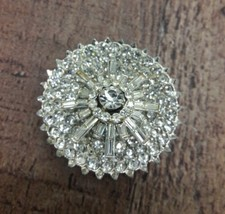 Stunning vintage cut glass Crystal brooch - $22.76