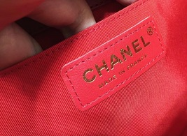 100% AUTHENTIC CHANEL RED QUILTED LAMBSKIN MEDIUM BOY FLAP BAG GHW image 4