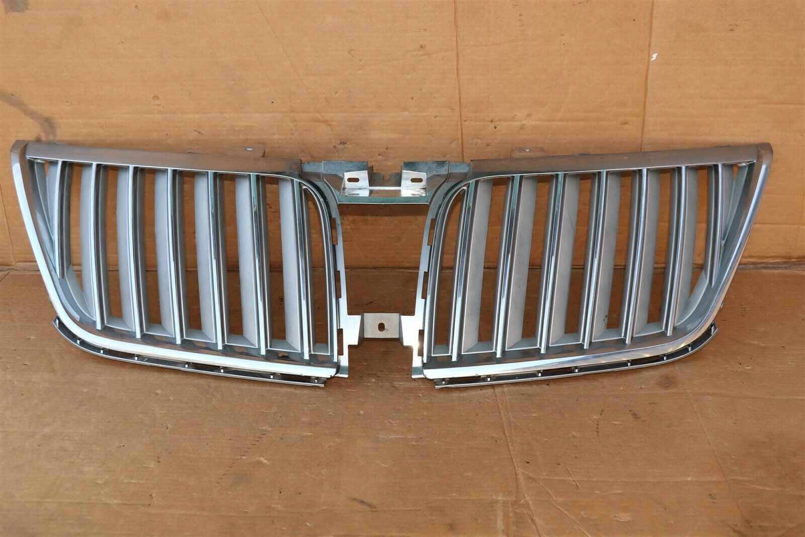 2009-12 Lincoln MKS Upper Grille Gril Grill