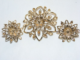 Vintage Gold Tone Signed Sarah Coventry Flower PETA-LURE Pin & Earring Set G8 - $15.00