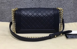 100% AUTHENTIC CHANEL NAVY BLUE QUILTED LAMBSKIN MEDIUM BOY FLAP BAG GHW image 2