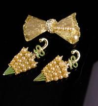 Vintage Umbrella set - Retro rhinestone Bow brooch - pearl figural novel... - $65.00