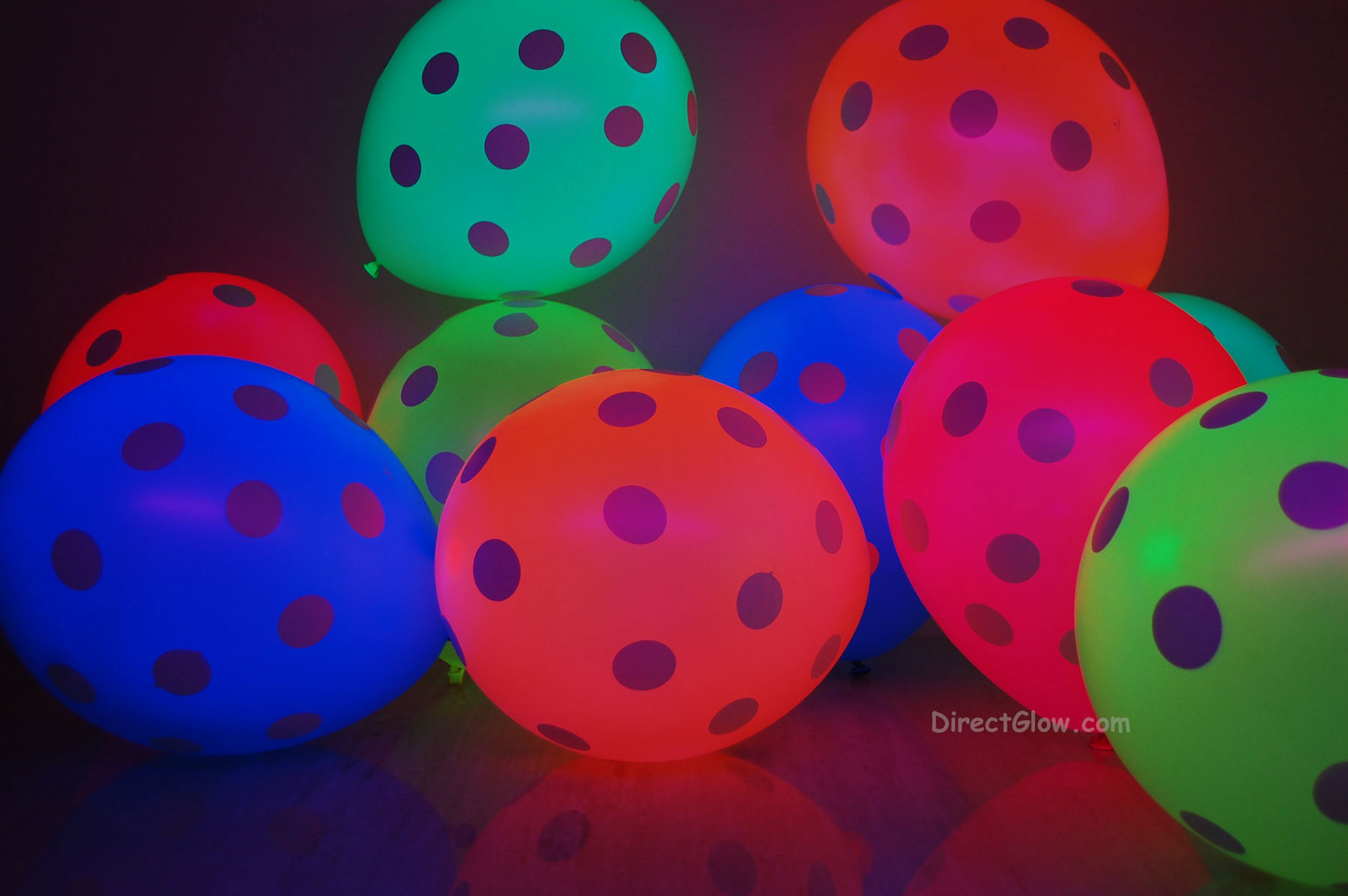 Neon uv blacklight polka dot balloons3