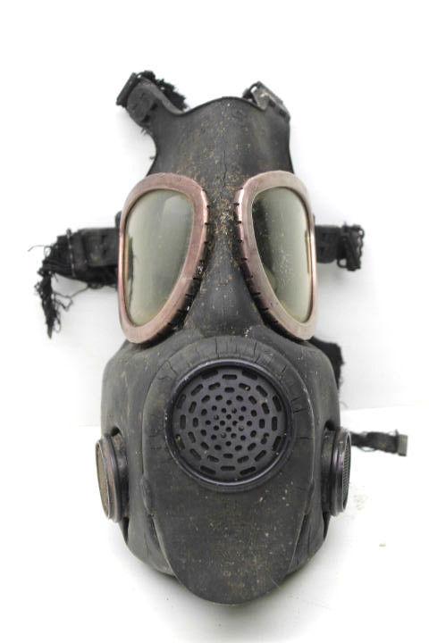 Vintage U.S. Army Military Surpus Rubber Gas Mask Respirator Viet Nam War Era    image 3