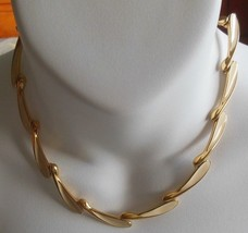 Vintage Signed Monet Cream Colored Enamel Link Choker Necklace Double Clasp - $32.18