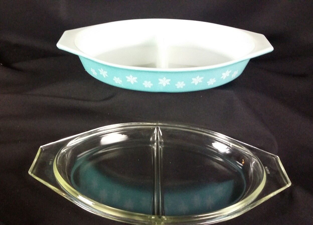 Vintage Pyrex Covered Divided Casserole Dish Turquoise Snowflake 1.5 Qt  USA image 2