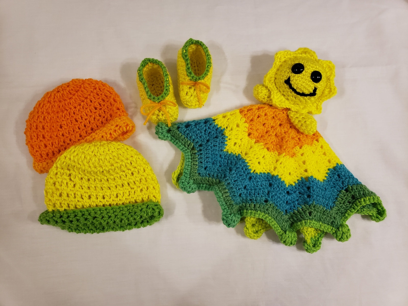 Handmade Crochet 4 pc Baby Gift Set (Sunshine Mini Lovey, Booties an 2 hats) Uni