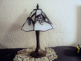 Tiffany lamp grape design shade Dale Tiffany Inc 1987 small desk accent ... - $150.48