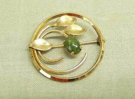 Vintage Brooch Pin Winard 12 K gold filled Jewelry round leaves jade gre... - $8.55