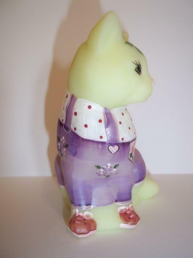 Fenton Glass Buttercream Easter Outfit Spring Sitting Cat GSE #1/12 Kim Barley