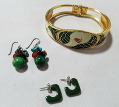 Vintage Fashion Jewelry Set Gold Tone Green Enamel Bracelet & 2 Pair Ear... - $12.58