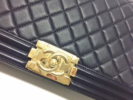 100% AUTHENTIC CHANEL NAVY BLUE QUILTED LEATHER NEW MEDIUM BOY FLAP BAG GHW image 8