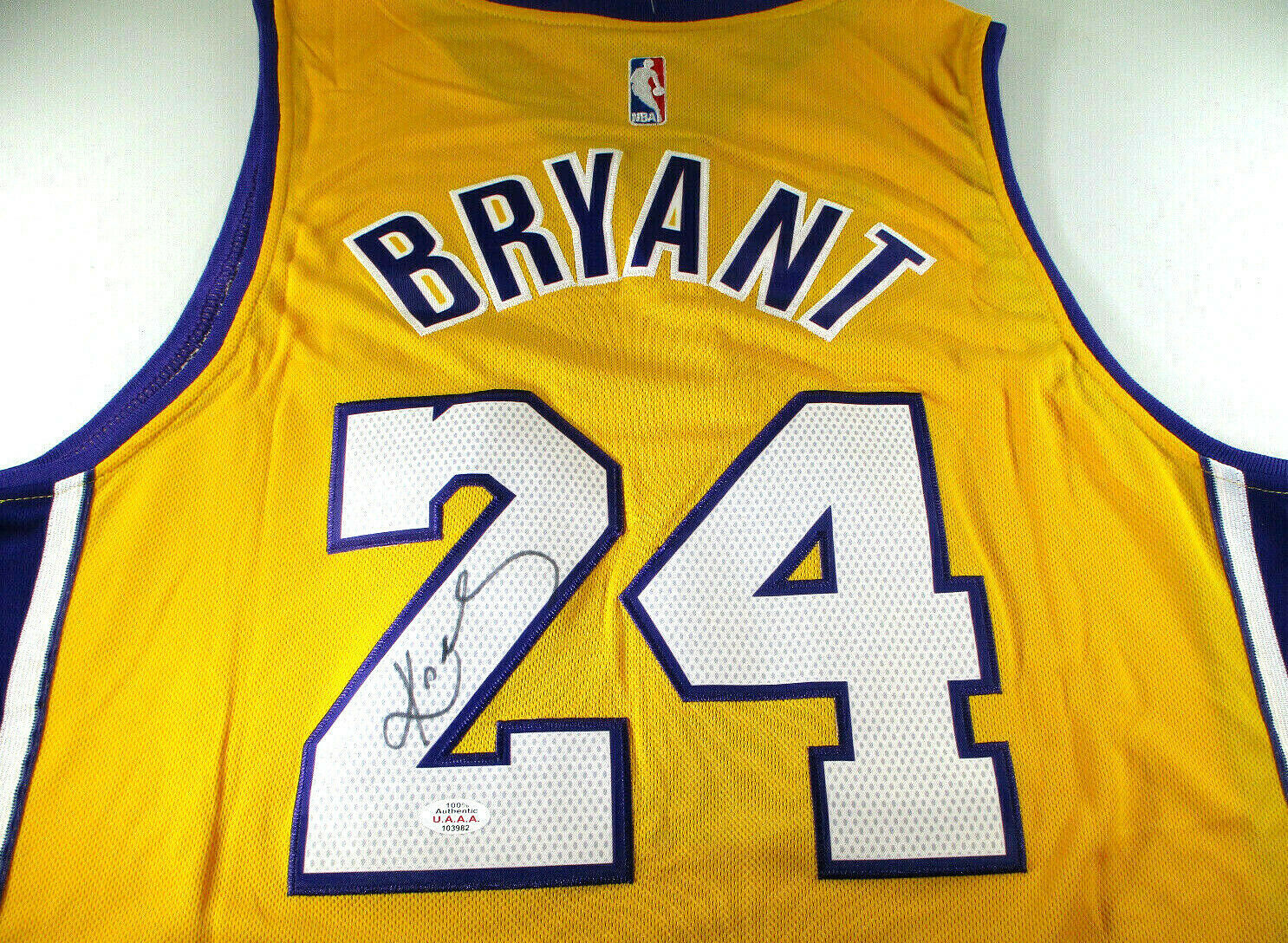 KOBE BRYANT / NBA HALL OF FAME / AUTOGRAPHED L.A. LAKERS PRO STYLE JERSEY / COA