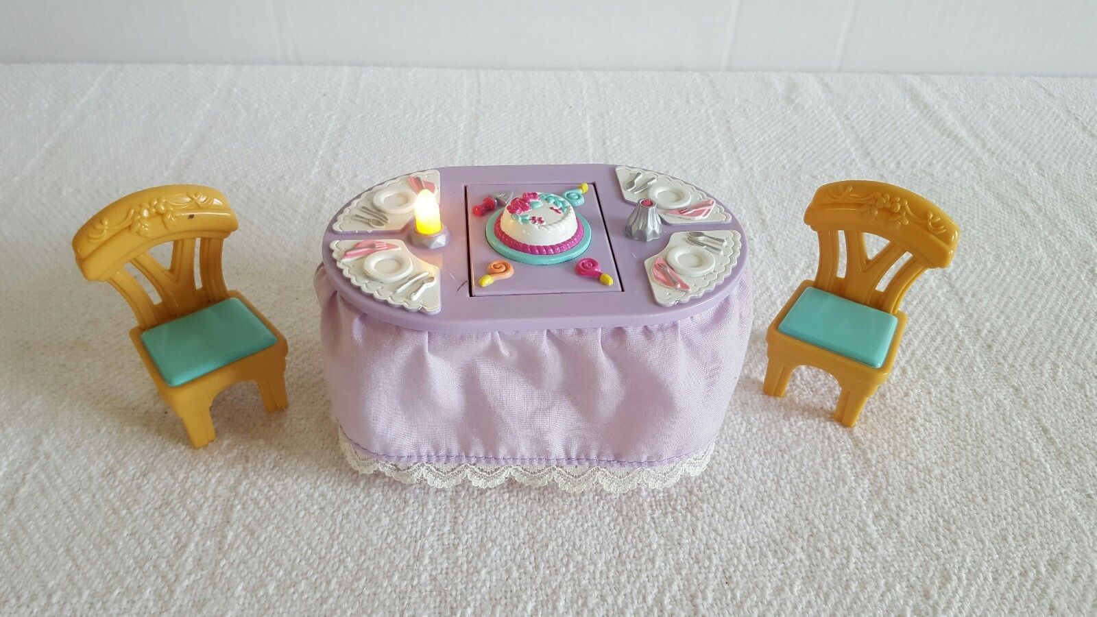 Primary image for VINTAGE 2001 MATTEL LOVING FAMILY FLIP TABLE  and Chairs Lights Cake Turkey