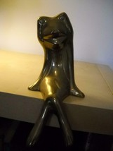 VINTAGE Brass FROG Ledge SITTING Figurine MOUTH Open LEGS Crossed CARVED... - $30.46