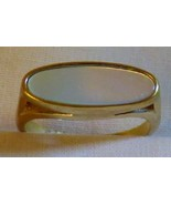 Vintage 1978 Avon Fashion Accents Mother of Pearl Oval Ring Goldtone Siz... - $10.00