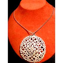Stunningly Designed White Vtg Necklace - $24.75