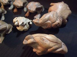 (11) VARIOUS VINTAGE HAND CARVED INDONESIAN WOOD FROGS image 4