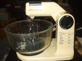 Sunbeam Mixmaster Stand Alone Mixer #01401 w/Glass Bowl & 2 Sets of Beaters - $69.25