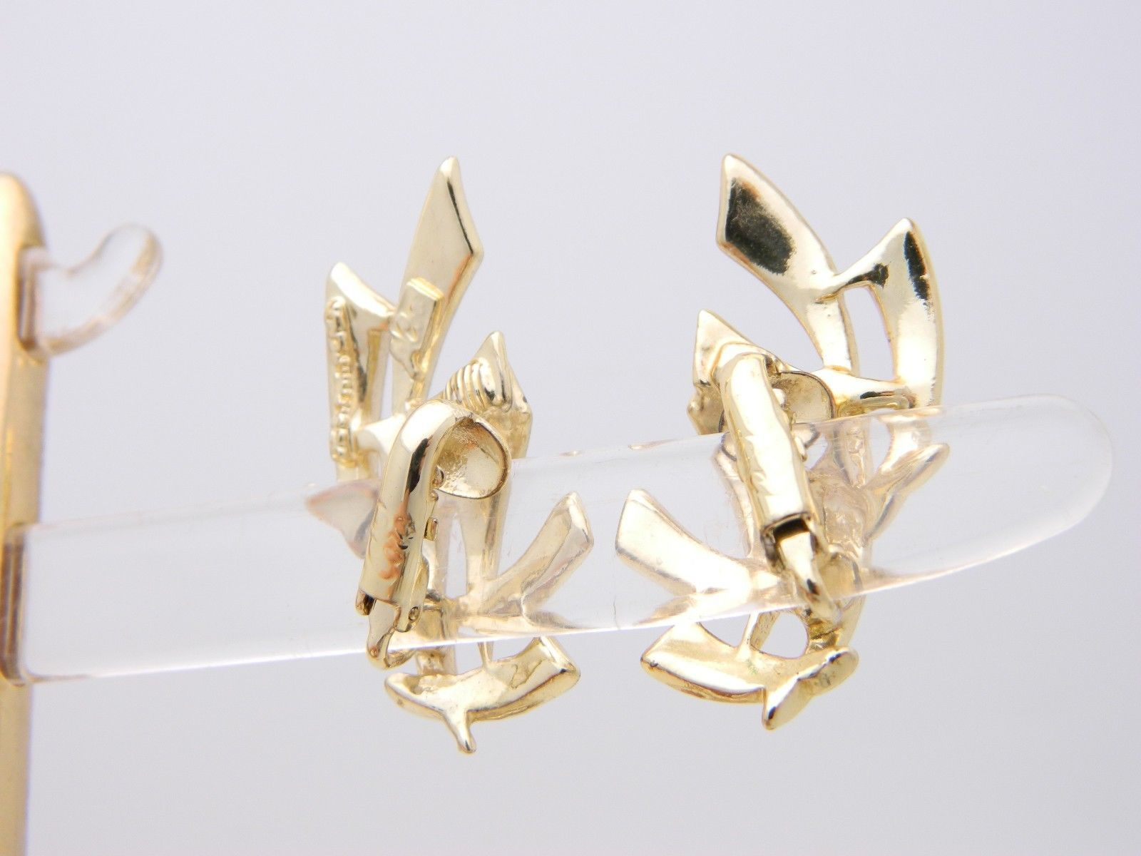 VTG 1950s Gold Tone PEGASUS CORO White Enamel Abstract Clip Earrings