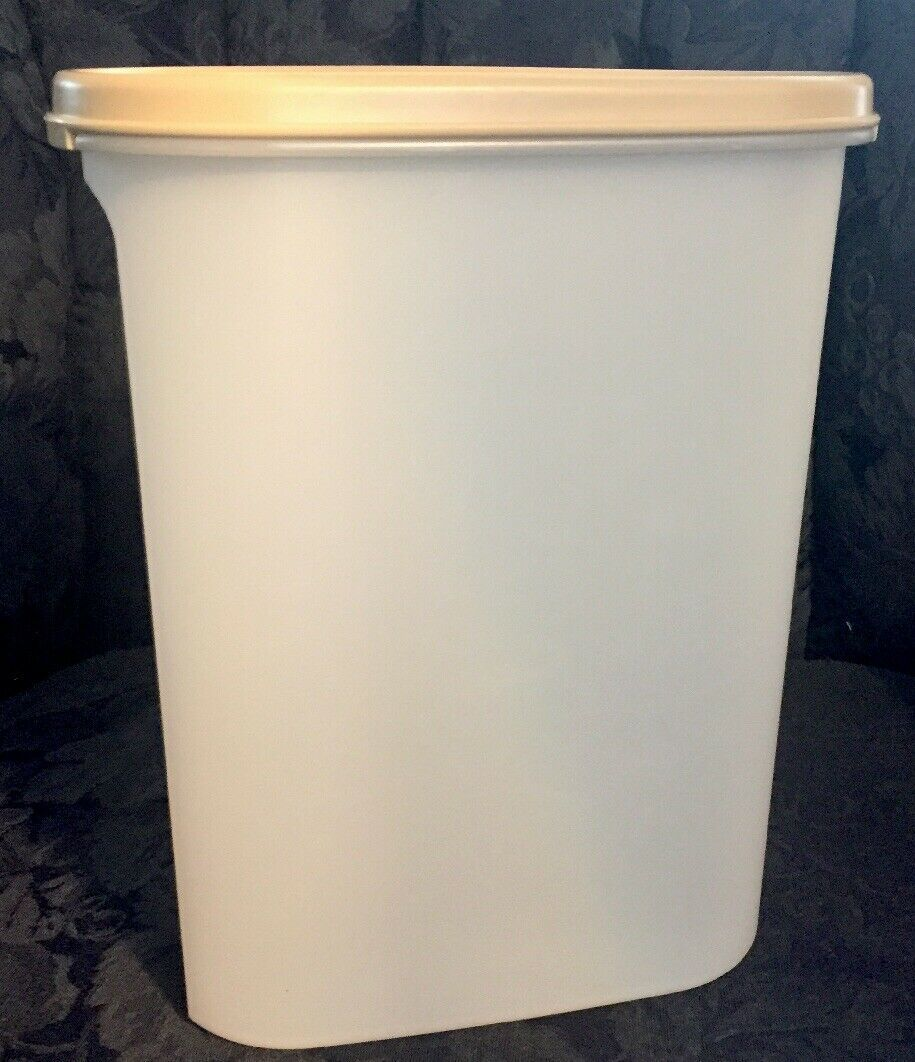 Primary image for Tupperware...Almond Oval Sheer Cereal / Storage 1614 W/ Lid...Nice Condition