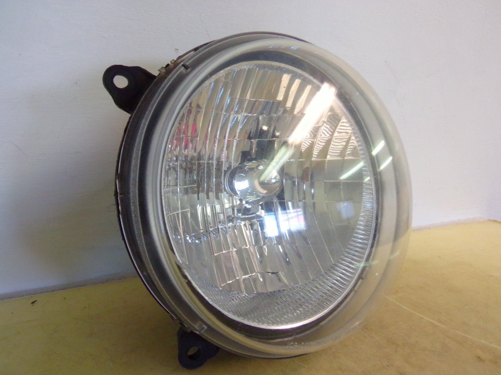 2002 2003 2004 JEEP LIBERTY LH DRIVER HEADLIGHT OEM 18