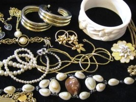 Wide Cream White Flower Plastic Bangle Gold Plated 15Pc Vintage Jewelry Lot*D685 - $64.34