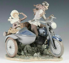 Lladro 01005161 Old Fashioned Motorist Porcelain Figurine Perfect Condition - $1,831.50