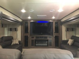 2019 FOREST RIVER Sand Piper 379FLOK FOR SALE IN Bastrop, TX 78602 image 2