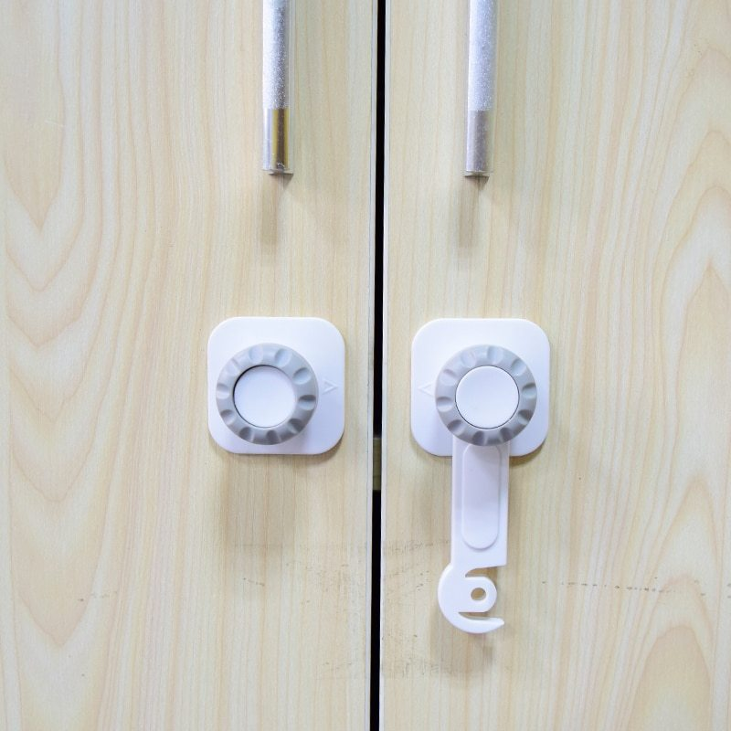 Baby's 4 Pcs Safety Locks Latch Cupboard Cabinet Door Drawers Safety Locks