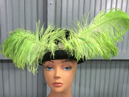 VTG Black 56.5cm Womens Glamour Church Cap Hat Green Feathers Jeweled - $32.15
