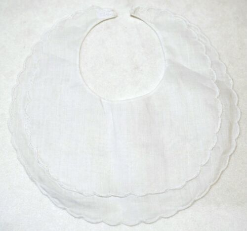Bobbin Inc 38BB2800 White Linen Double Scalloped Baby Bib