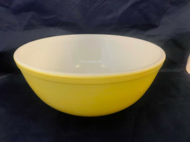 Vintage #404 Pyrex Yellow Large Bowl 4 QT Great Condition FIRM - $43.00
