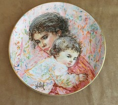 Edna Hibel Royal Doulton plate Marilyn and Child decorative collectible ... - $18.50