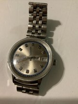 Vintage Timex Manual Watch 26850 2773 Day Date Runs - $44.54