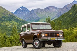 1966 Ford Bronco front right 24x36 inch poster or 8x10 photo - $18.99