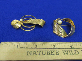 Vintage Brooch Ribbon Swirl Shaped Goldtone Pearls & Garnet  Lot of 2 Je... - $14.10
