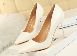 82h014 elegant pointy heels, w alien heels ,US Size 4-8.5, white - $58.80
