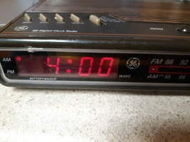 Vintage GE Digital Alarm Clock Radio AM FM 7-4612A TESTED WORKS - $36.99