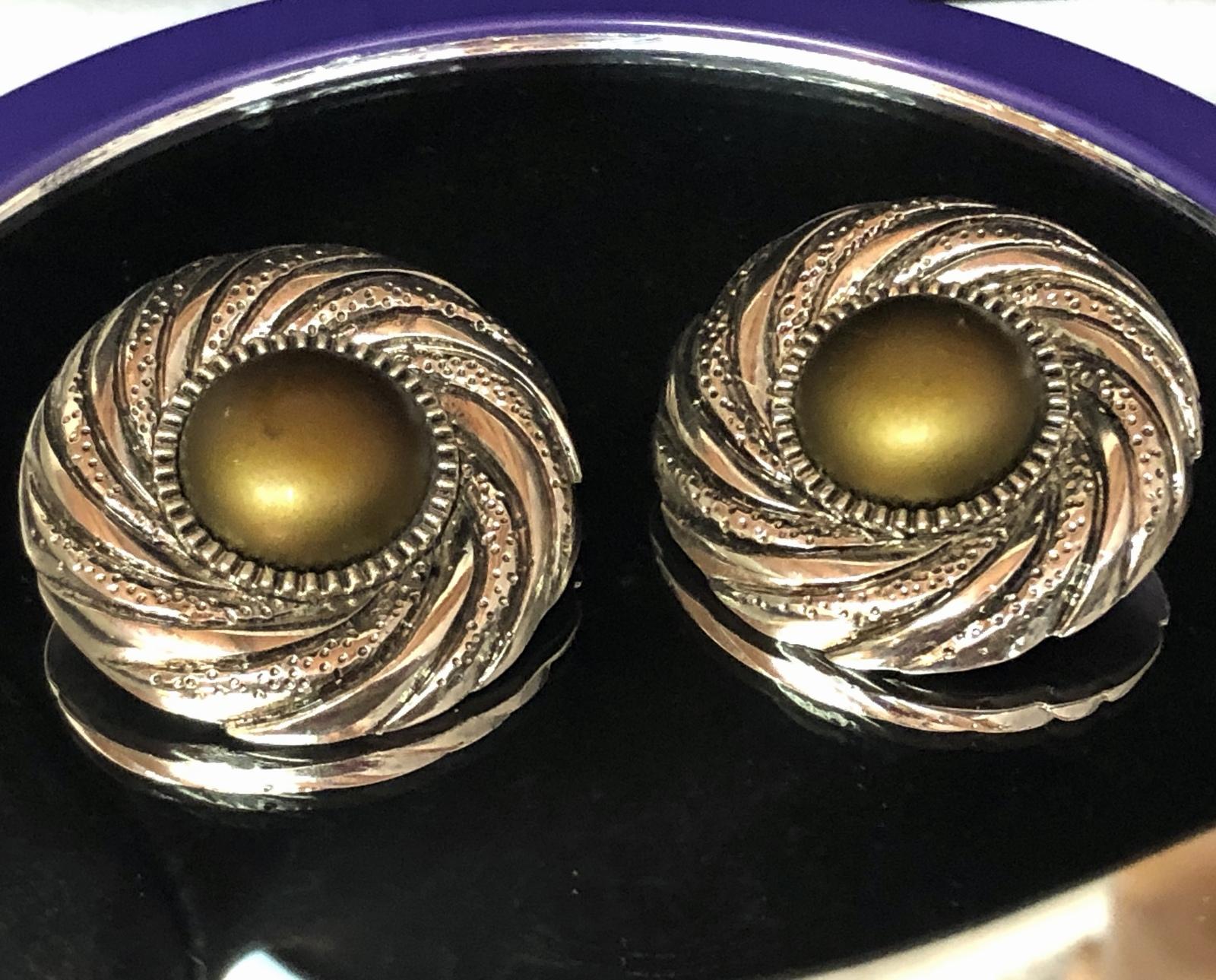 VTG 80s Swirl Medallion Olive-Bronze Centers/Silvertone Round Clip On Earrings