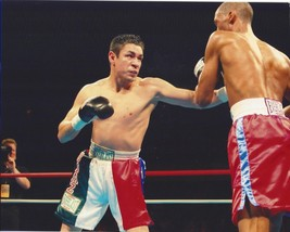 Oscar Diaz 8X10 Photo Boxing Picture Ring Action Color - $3.95