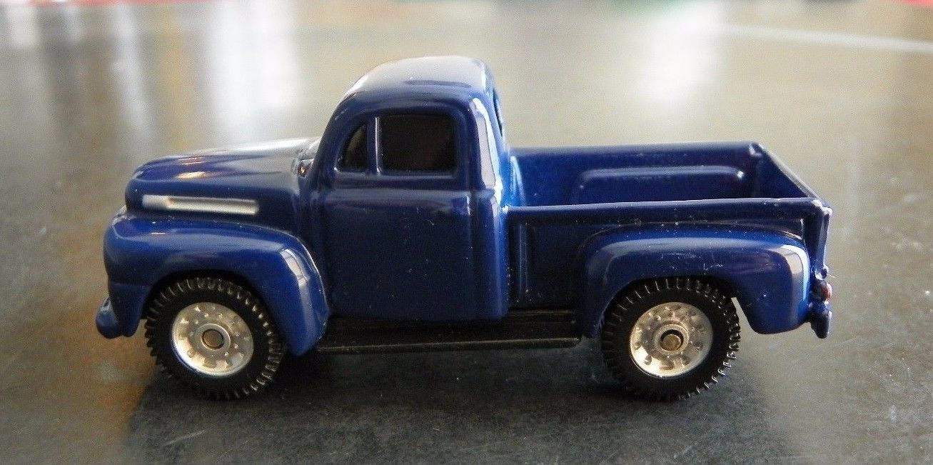 MAISTO '48 FORD F-1 PICK UP - BLUE 1:64 loose